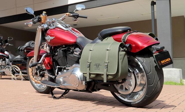画像: これでマフラーをかわせる! 左右でサイズが異なるバイク用〈振り分けバッグ〉がデグナーから新登場! - webオートバイ