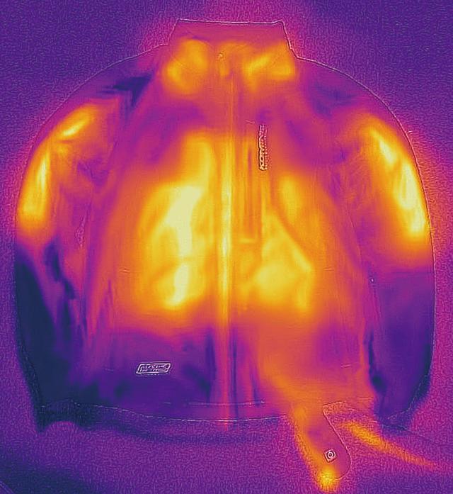 画像2: ストレッチ素材を採用した動きやすさ抜群の電熱ウエア