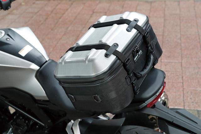 画像: 収納力抜群のスクエア型シートバッグ「MOTOFIZZ シートシェルケース」 - webオートバイ
