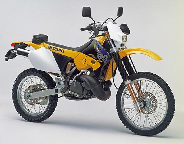 画像: 1998 RMX250S モトクロッサーRM250、エンデューロレーサーRMX250と同時開発され、1人乗りに割り切った本格派のレーサーレプリカ。1992年に初代が登場し、写真の1998年型まで販売された。