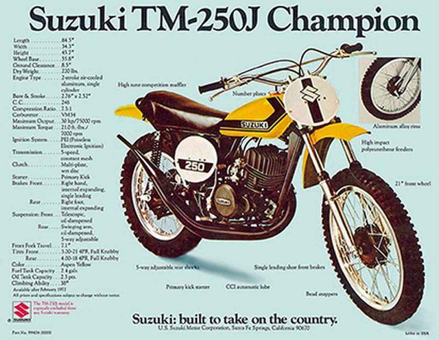 """画像: 1972 TM250 スズキの250㏄市販モトクロッサーで量産されたのは、この1972年型TM250から。写真は輸出向けのカタログで、車名のあとに""""チャンピオン""""とあるのは、1970年から世界モトクロス選手権で2連覇を果たしたことを意味する。なお、世界チャンピオンの座は1973年まで守り、4連覇を果たした。"""