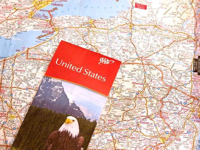画像: 縮尺1cmが10マイル(16km)の地図を無料で配っていた。