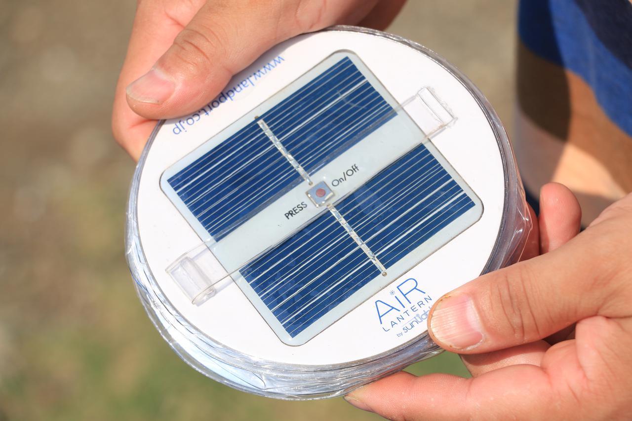 画像3: ①空気を入れて使うソーラーバッテリーランタン ランドポート「エアーランタン」