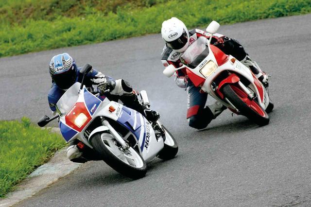 """画像: コーナーの向こう側に""""速さ""""への夢を追い求めた時代【1986年HONDA NSR250R/1985年YAMAHA TZR250】 - webオートバイ"""