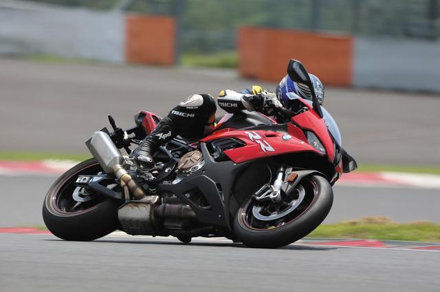 画像3: まずはサーキット試乗で「猛烈な速さ」を体感!