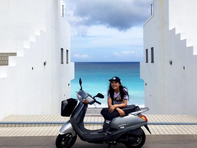 画像: 新島で一番の絶景スポットを発見!? 福山理子の新島レンタルバイクツーリング!③ 島での食事やガソリン価格もお伝えします! - webオートバイ
