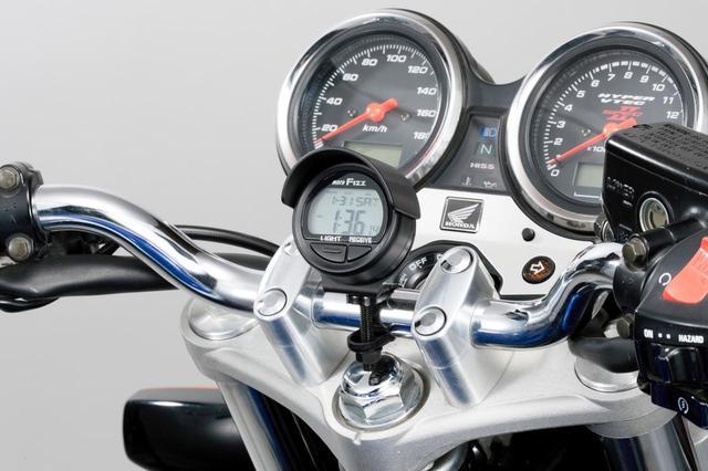 画像: 乗車時の時計問題でお困りのライダー必見!TANAXから「電波クロック」が再販決定 - webオートバイ