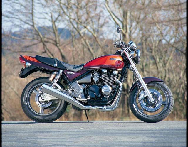 画像: KAWASAKI 平成8年/1996年 1996年に登場。最大の変更点は空冷直4エンジンが4バルブ化などの大改良を受けたこと。車体の基本構成は受け継ぐが、足回りを中心に改良。