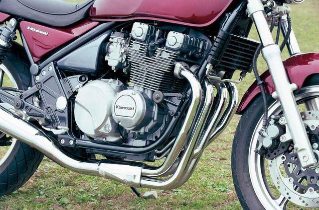 画像: Z400FXやGPZ400Fに採用されていた空冷直4エンジンをリファイン。当時400㏄の出力上限は59PSだったが、あえて最高出力は46PSに設定。
