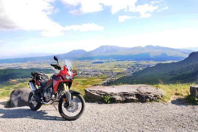 画像: これもミルクロードの有名な絶景ポイント。今でもたくさんのバイクが訪れます