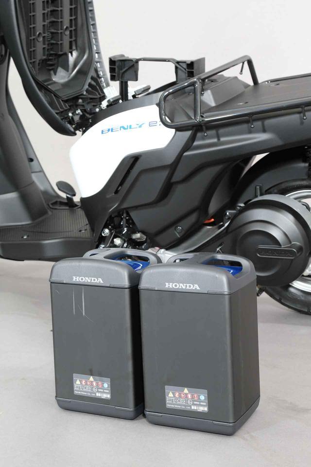 画像1: 着脱式バッテリーはシート下に収納
