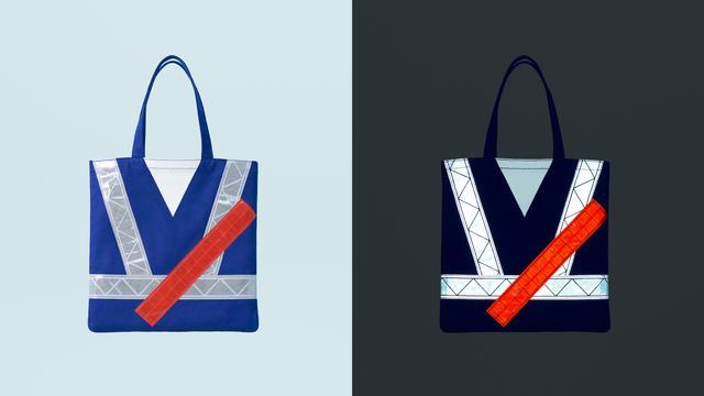 画像: 左が通常時。右が暗闇で反射した状態です。