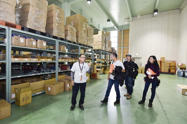 画像: ここは出荷前の商品を管理する倉庫の一部。写真ではお見せできないトコも色々見学してきました!