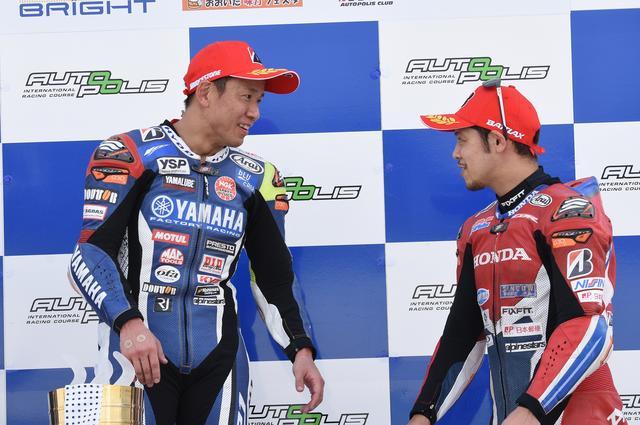 画像: ライバルとしてお互いを認め合う中須賀(左)と高橋。9歳差とはいえ、ともにベテランだ