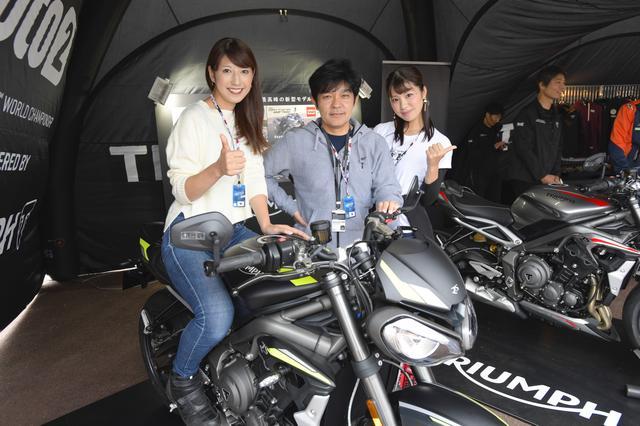 画像: トライアンフブースでは、元WGP250チャンピオンの原田哲也さんに遭遇! 一緒に写真を取らせて頂きました!