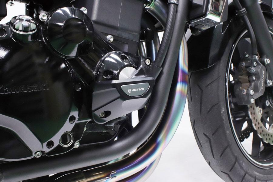 画像: 写真はZRX1200 DAEGへの装着例。他にもCBR1000RRやYZF-R1、YZF-R6、GSXR1000/R、ZX-10R、Z900RS/CAFE、GPZ900R、BMW S1000RR用と、車種ごとに専用設計された対応商品がラインナップされている。