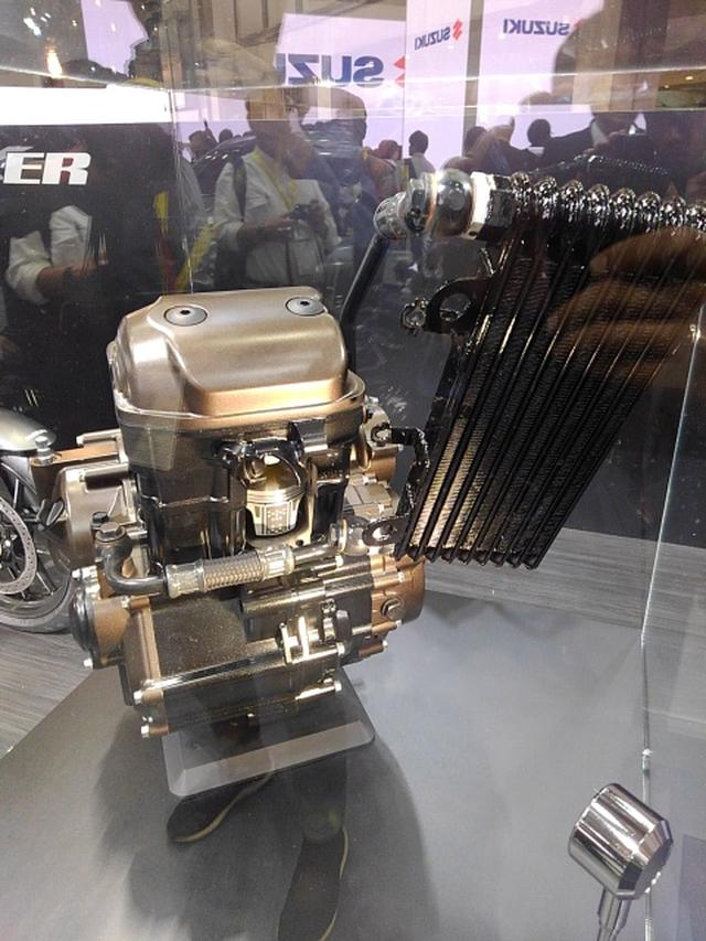 画像: 油冷エンジン単体も展示されています。こちらも日本初公開!