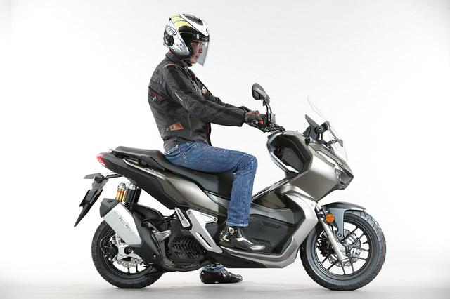 画像: 国内発売の期待も高まるホンダ「ADV150」の足つき性とサイズ感をいち早くチェック!#東京モーターショー2019 - webオートバイ