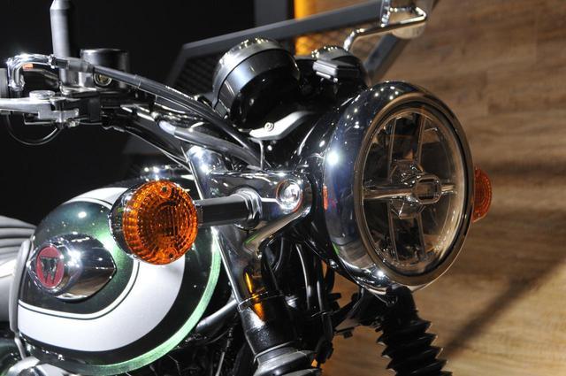 画像: クラシカルな丸目一灯のヘッドライトはLEDになっています。