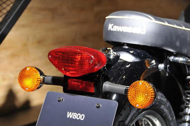 画像: メッキリアフェンダーにはクラシカルなテールランプとウインカーがよく似合う。