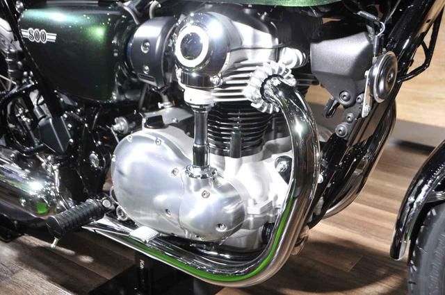 画像: ベベル駆動シャフトと空冷フィンが美しいエンジンは、大部分がシルバーに仕上げられています。