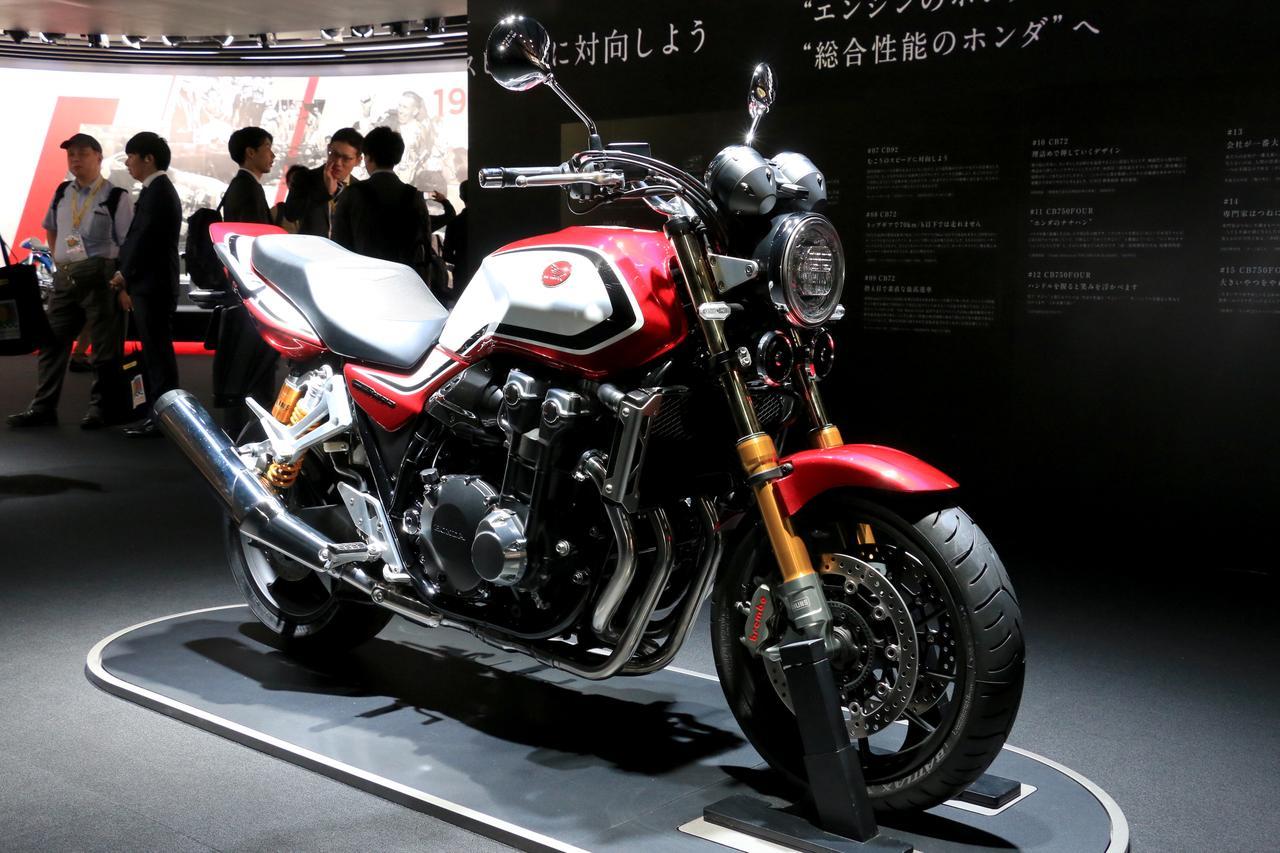 画像: 10月25日(金)から一般公開日となる東京モーターショー2019でも、CB1300 SUPER FOUR SP(キャンディークロモスフィアレッド)は展示されています。