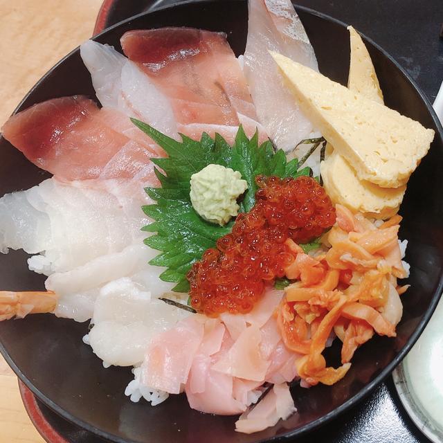"""画像: 迷った結果、人気の海鮮丼の""""たてやま上盛"""""""