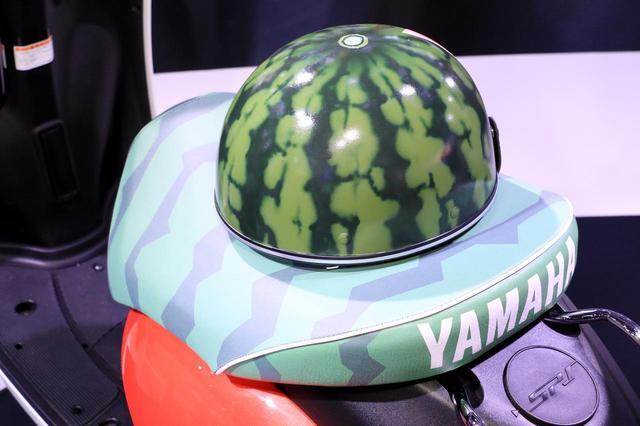 画像: あっ、これは!? 開催2日目に現れたスイカ・カスタム「E-Vino」、さらに電動バイクの進化が止まらない!【東京モーターショー2019・ヤマハブース】 - webオートバイ