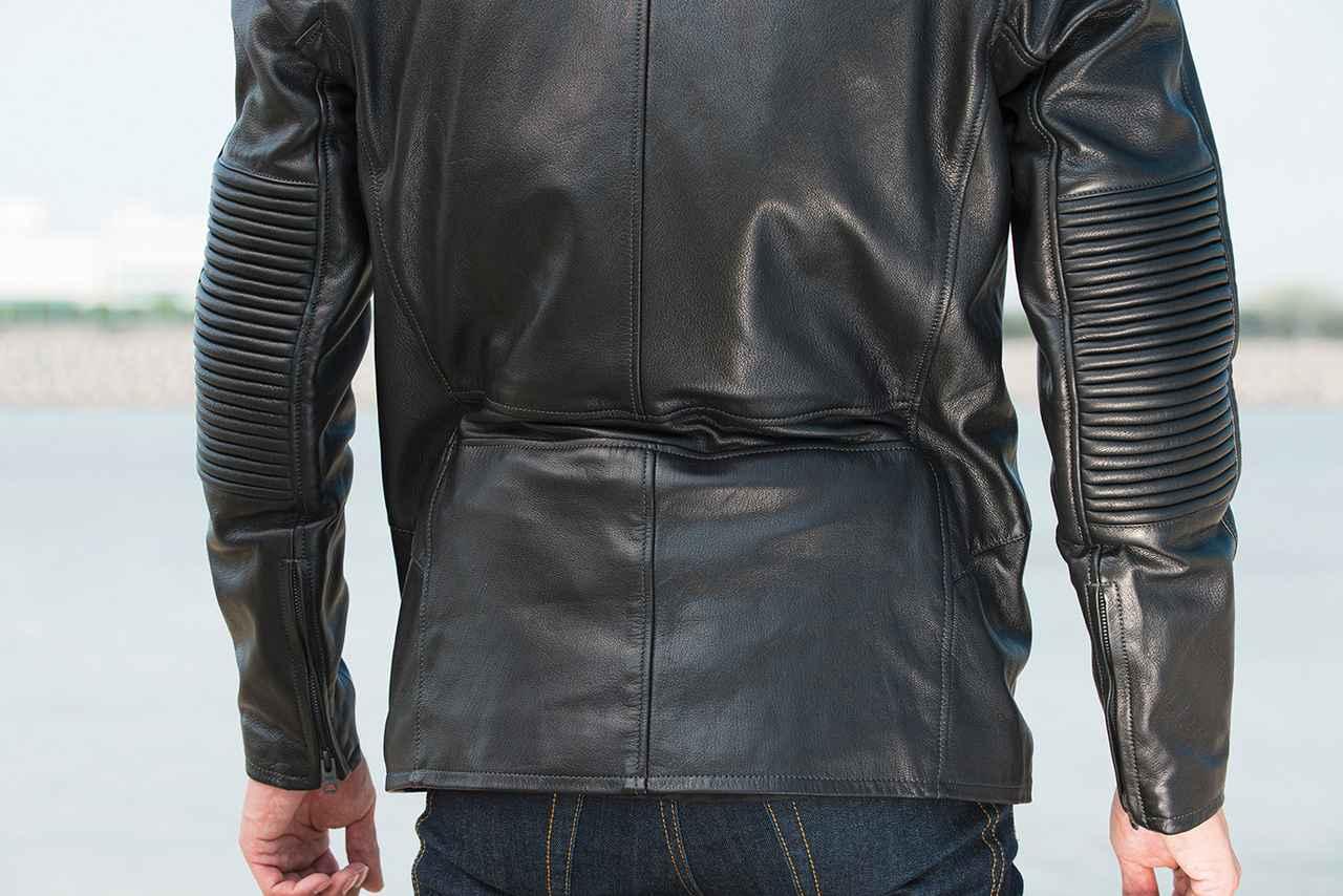 画像: ジャケット内側にはドローストリングを配置しており、ウエストを絞って保温性を高めることができる。