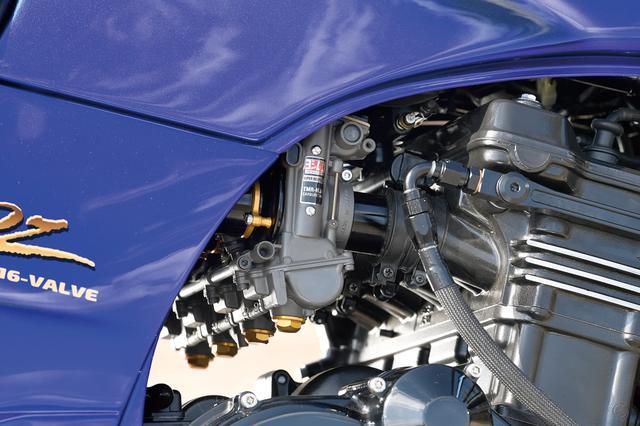 画像: キャブレターはTMR-MJNφ38mmのデュアルスタックファンネル仕様を装着、合わせる排気系はナイトロレーシング手曲げチタンEXヒートポリッシュだ。