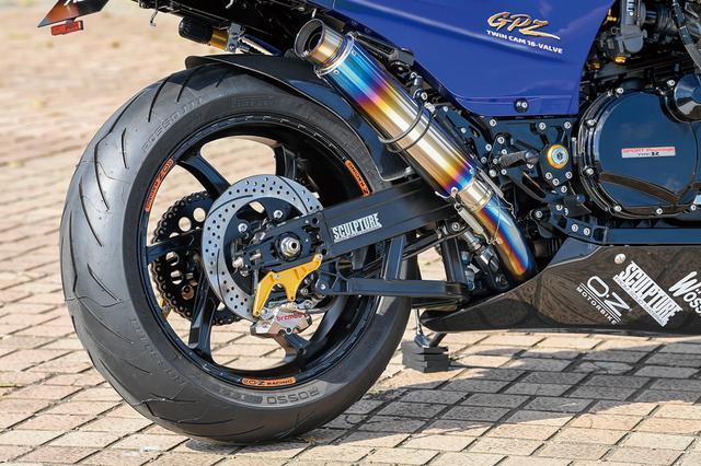 画像: ホイールはO・ZレーシングGASS RS-Aの3.50-17/5.50-17を履く。サイレンサーはナイトロレーシング・コニカルチタンV-1ヒートポリッシュを装着。