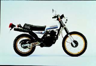 スズキ DR250S 1982 年 4月