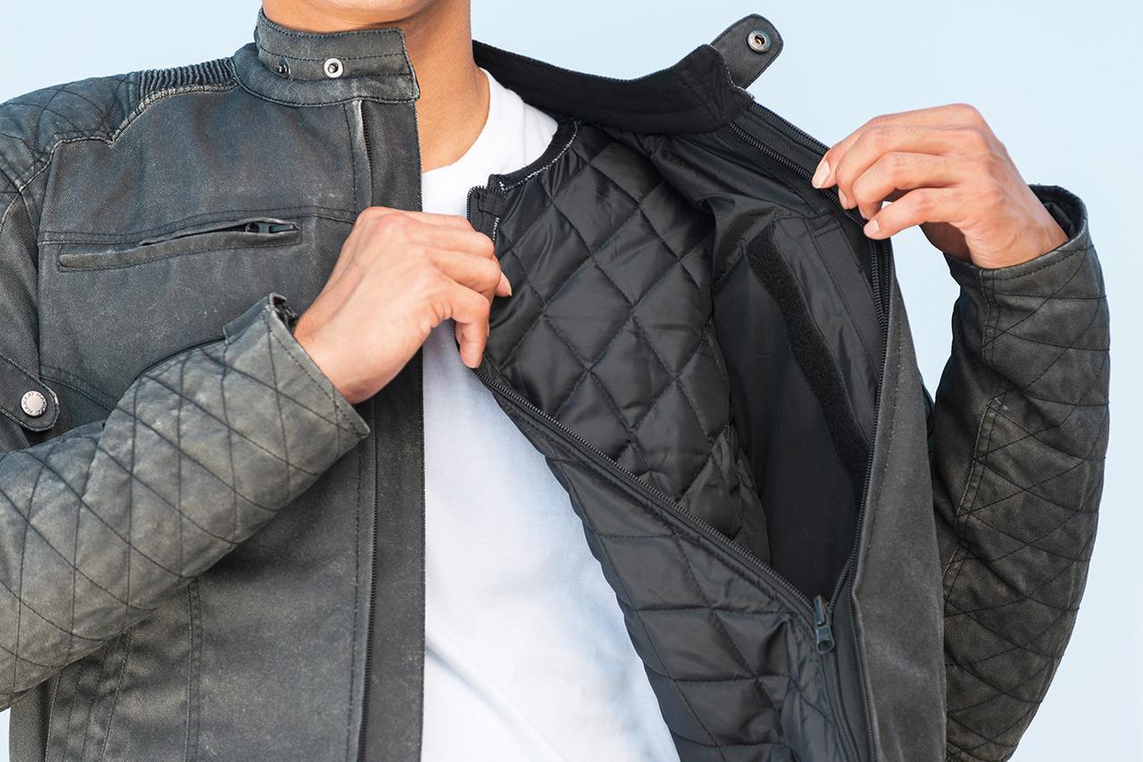 画像1: キルティング仕様のインナーはファスナーでの着脱が可能で、気温に応じた快適な着用感が可能。