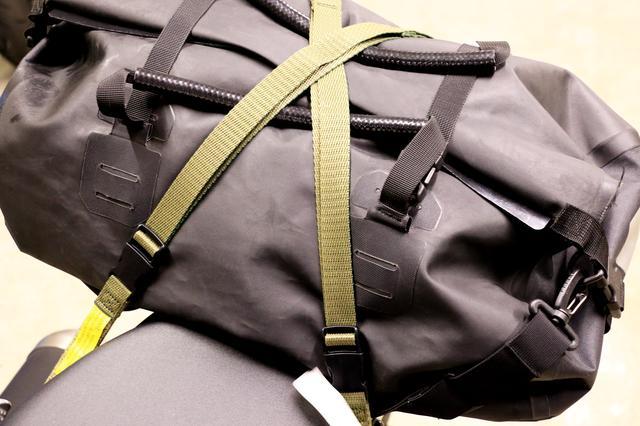 画像3: バッグを積載するとこんな具合になりました! パッキングベルトをご紹介