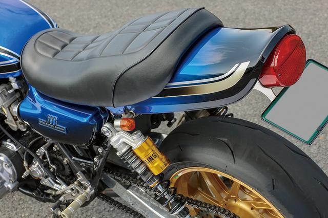 画像: 外装は'74年型Z1のタイガーパターンをブルーで作り、ラインにもグラデーションを取り込んででオリジナルペイントしている。