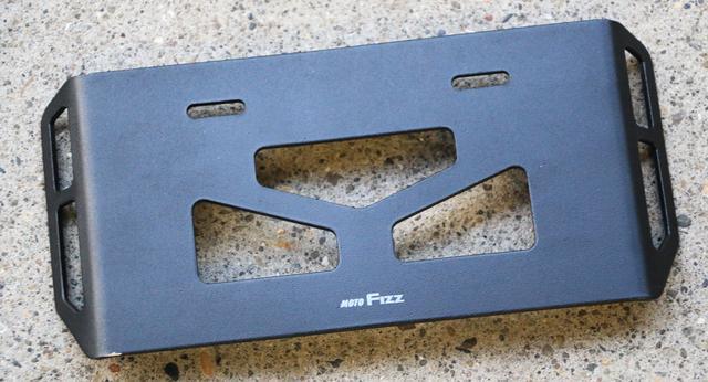 画像: このアイテムは、タナックスMOTO FIZZから販売されている「MF-4729 プレートフック3」(税抜2,300円)。