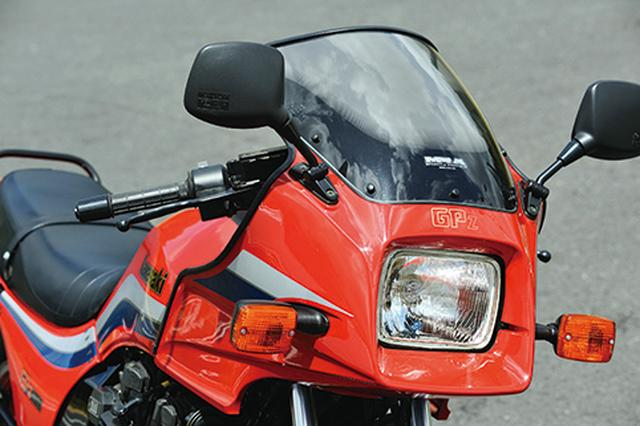 画像: シャープなハーフカウルは、Z750ターボやGPZ900Rなどにもデザインが踏襲された。