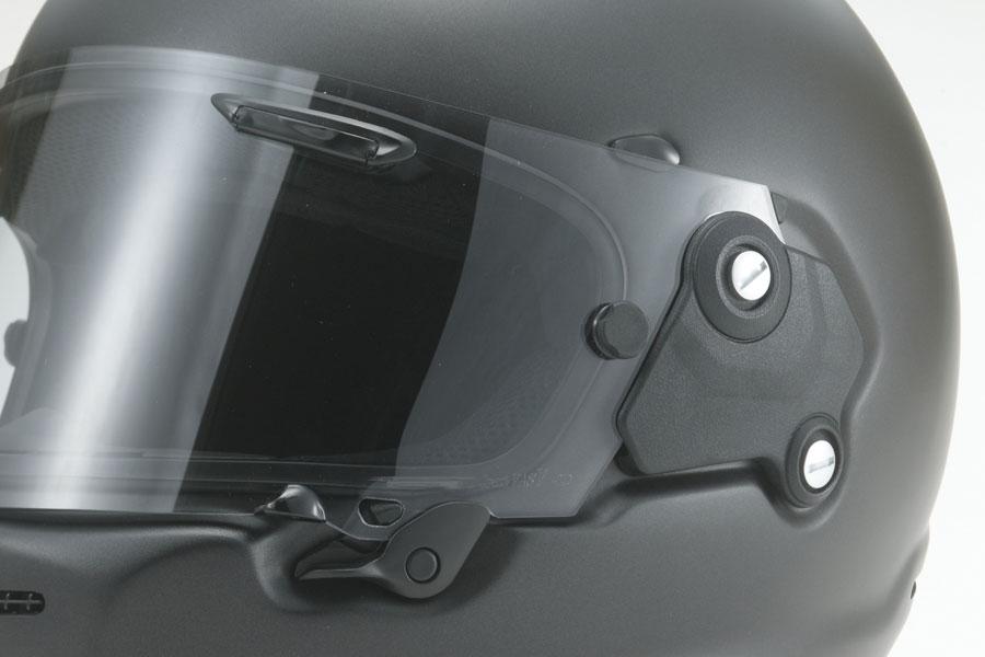 画像: システムの装着位置を下げ、より滑らかな面を増やす「VASシールド」を採用。ホルダーレスにすることでシステムを露出し、メカニカルさも強調する。