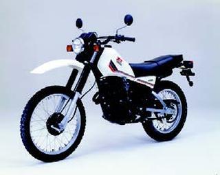 ヤマハ XT400 1982 年 4月