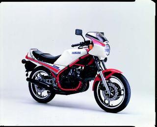 ヤマハ RZ250R 1983 年2月