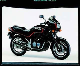 スズキ GSX400FW 1983 年 3月
