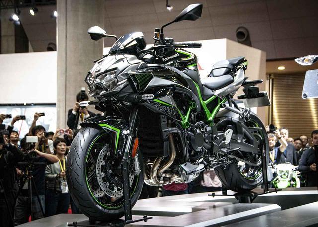 画像: 東京モーターショー2019で世界初公開された「Z H2」。プレスデーの熱気はものすごいものでした。