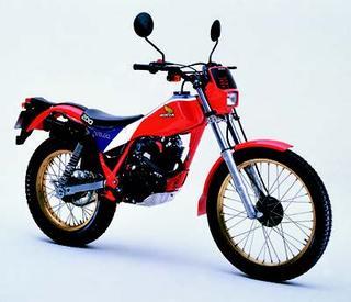 ホンダ TLR200 1983 年 4月