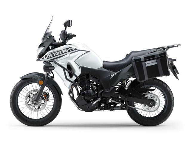 画像2: カワサキが「VERSYS-X 250 TOURER」の2020年モデルを販売開始! 初めての白ボディ、さらに都市迷彩風のグレーも新たなグラフィックで復活