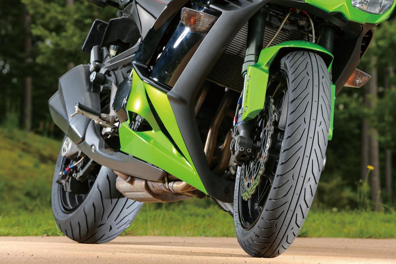 画像: スポーツツーリングタイヤとして10年に登場したエンジェルSTは素直なハンドリングと耐摩耗性の高さで大好評を博し、14年にGTへと進化。今春登場の最新モデルがGTⅡだ。