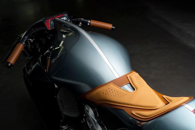 画像3: 写真:Aston Martin(Facebook)