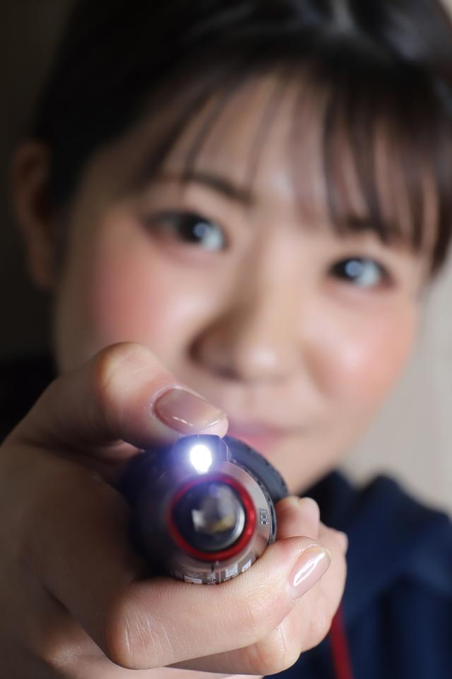 画像: ドライバーボディー先端に高輝度LEDライトを装備。奥まった場所にあるネジにも確実にビットを当てられる。