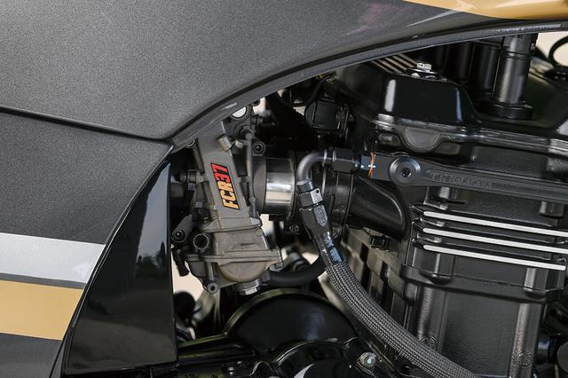 画像: 吸排気はTGナカガワでの定番メニューのひとつ、FCRφ37mmキャブレター+TGN×ノジマコラボレートによるSC仕様のチタン4-1EX。