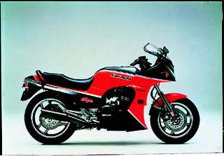 カワサキ GPZ900R 1985 年