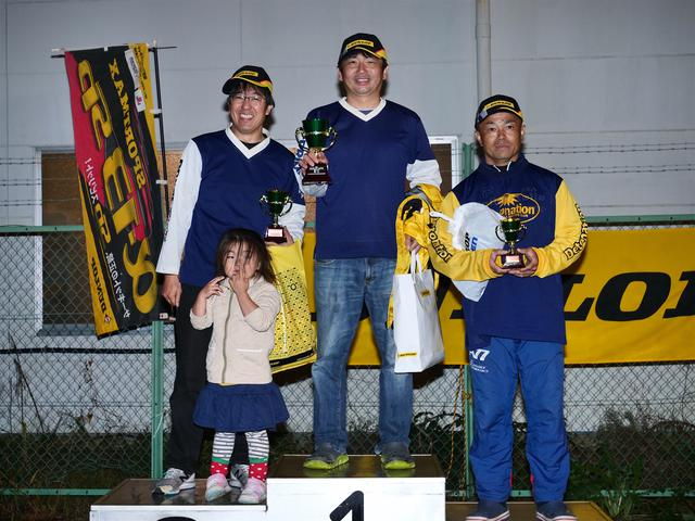 画像: 今シーズンのオートバイ杯ジムカーナ総合年間ランキングトップ3。左から2位・冨永選手、チャンピオン・池田選手、3位・吉野選手。